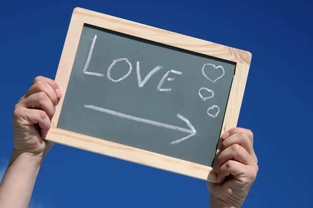 הקשר בין הורמון האהבה אוקסיטוסין לבריאות והצלחה