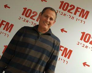 חגי שלו מומחה לשינויים עסקיים ברדיו תל אביב 102