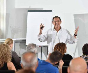 חגי שלו, מאמן עסקי ואימון עסקי, בהרצאה